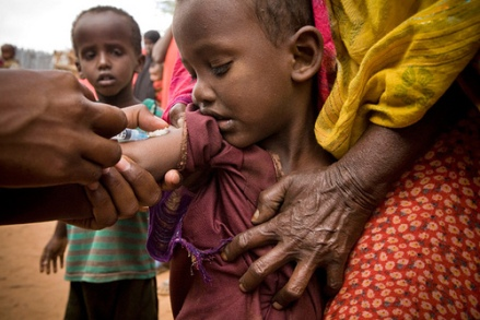 A child is vaccinated in Dadaab camp, Kenya. Photo credit: UNICEF